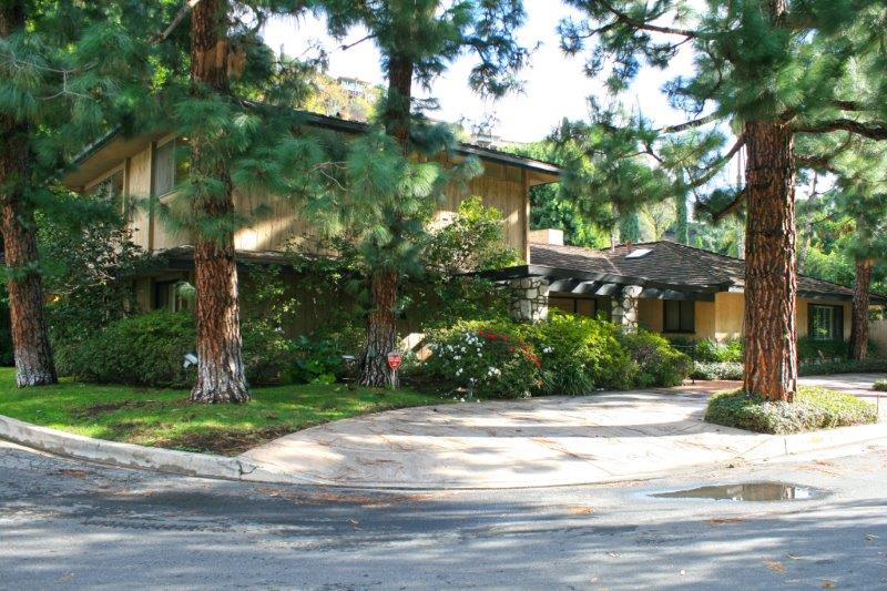 1350 Shady Brook Dr., Beverly Hills, CA