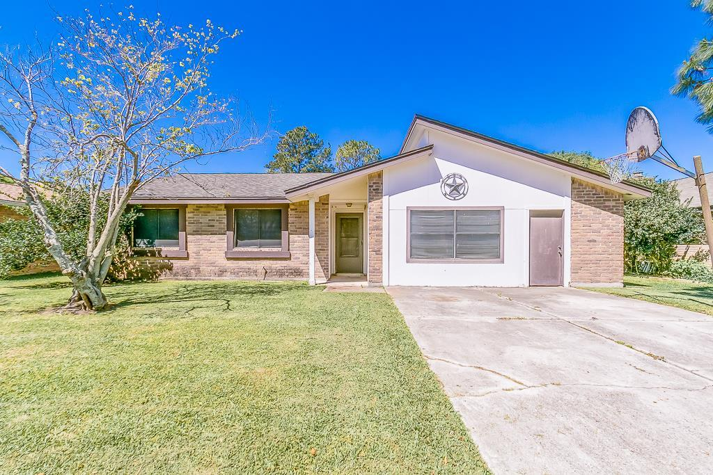 53 Wagon Lane Loop, Angleton, TX 77515