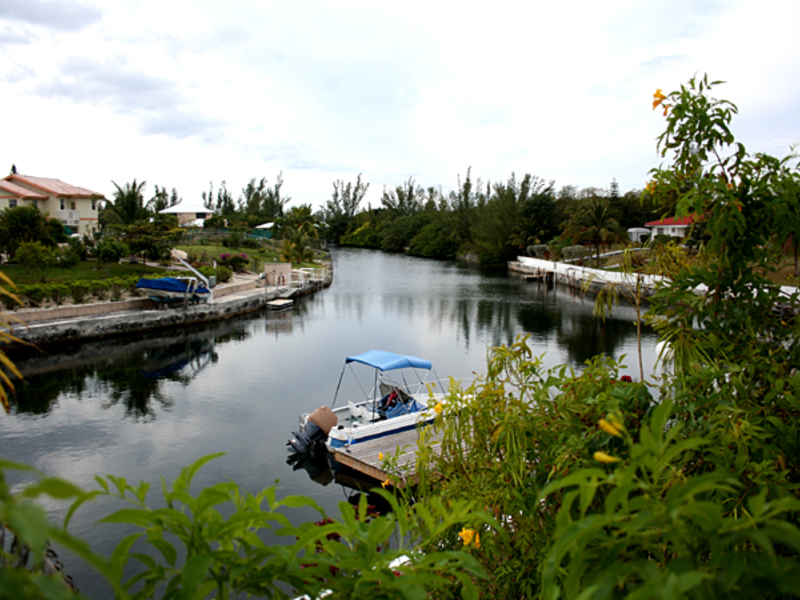 Charming Bungalow in Waterfront Community, Grand Bahama/Freeport,