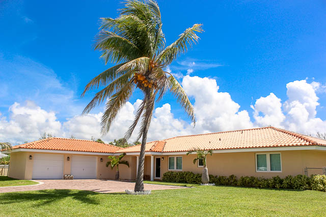 Beautiful  Canalfront Home on Fortune Bay, Grand Bahama/Freeport,