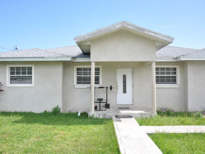 Single family home in Imperial Park, Grand Bahama/Freeport,