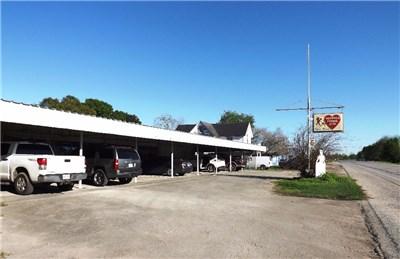 703 S Mechanic, El Campo, TX 77437