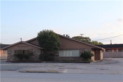 201 Boothe Dr, Eagle Lake, TX 77434