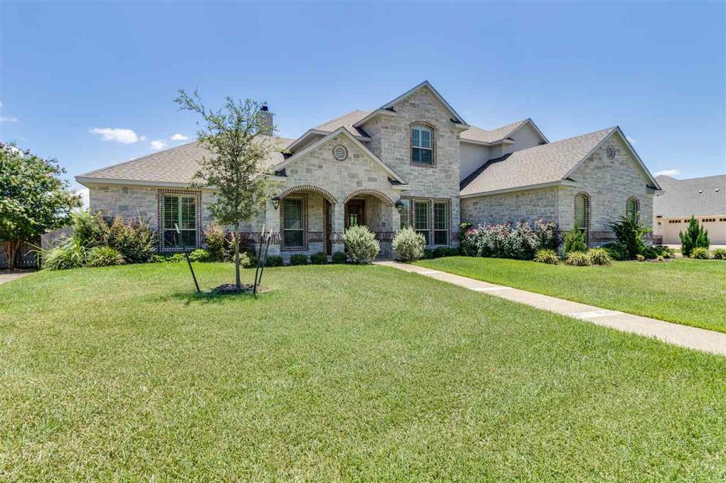 1105 Castle Bluff Circle, Woodway, TX 76712