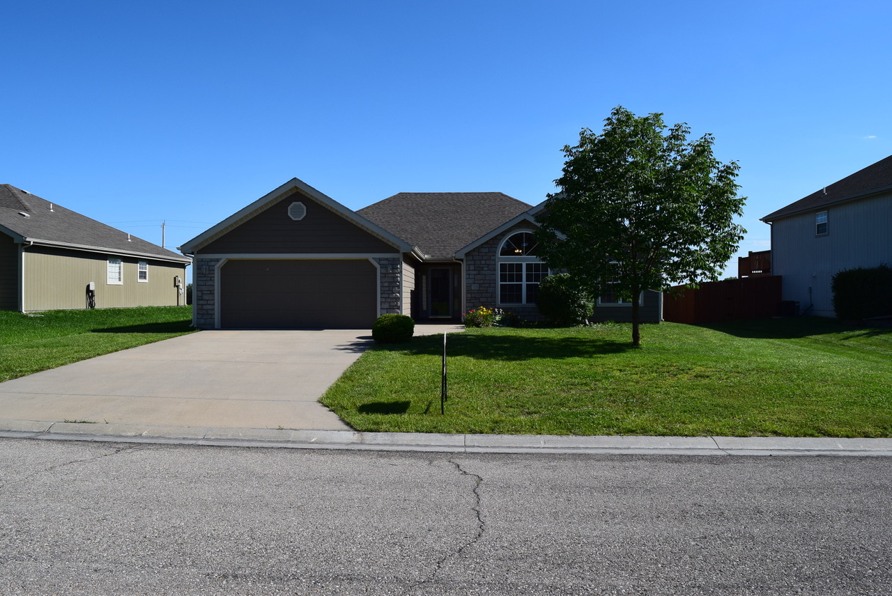 318 S Stratton Cir (SOLD...but I have more!!), Eudora, KS 66025