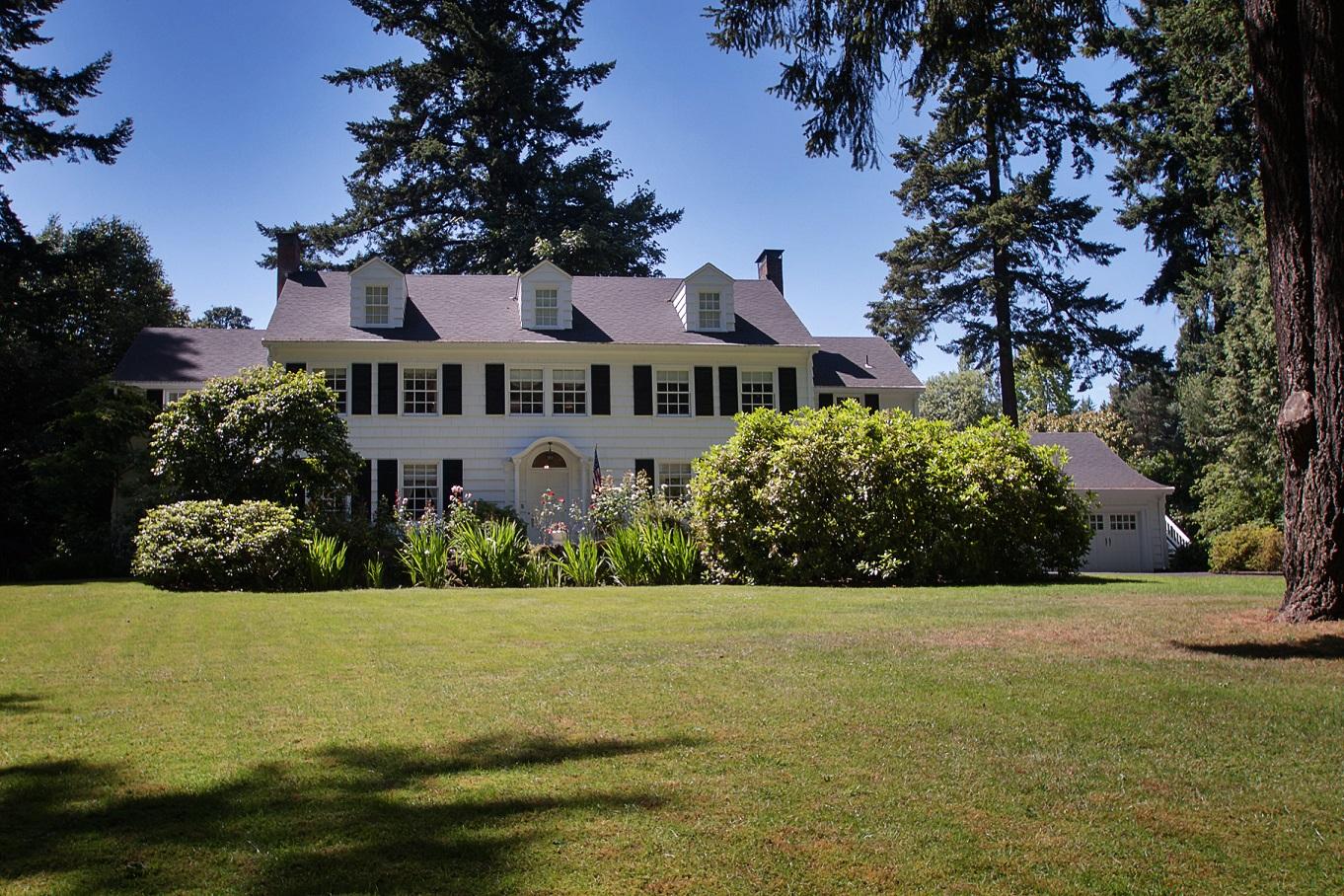 12657 SW  Edgecliff Road, Portland, OR 97219