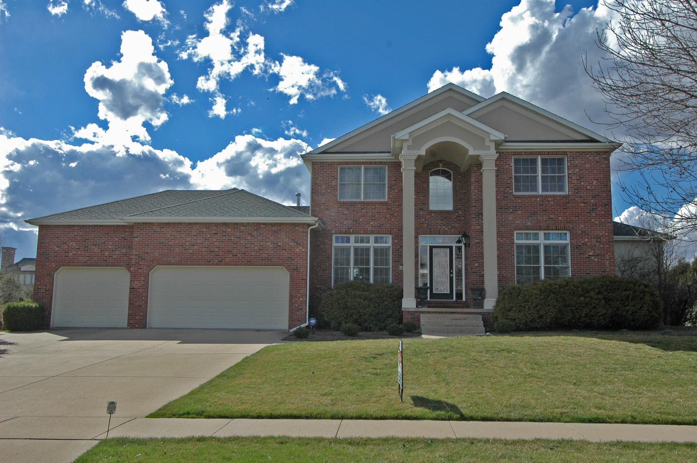 2010 Longwood, Bloomington, IL 61704