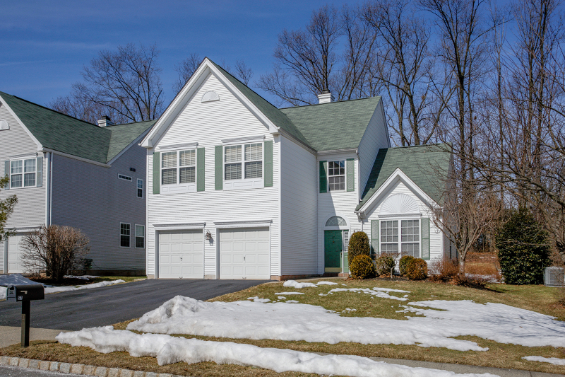 57 Bouwrey Place, Whitehouse Stationo, NJ 08889