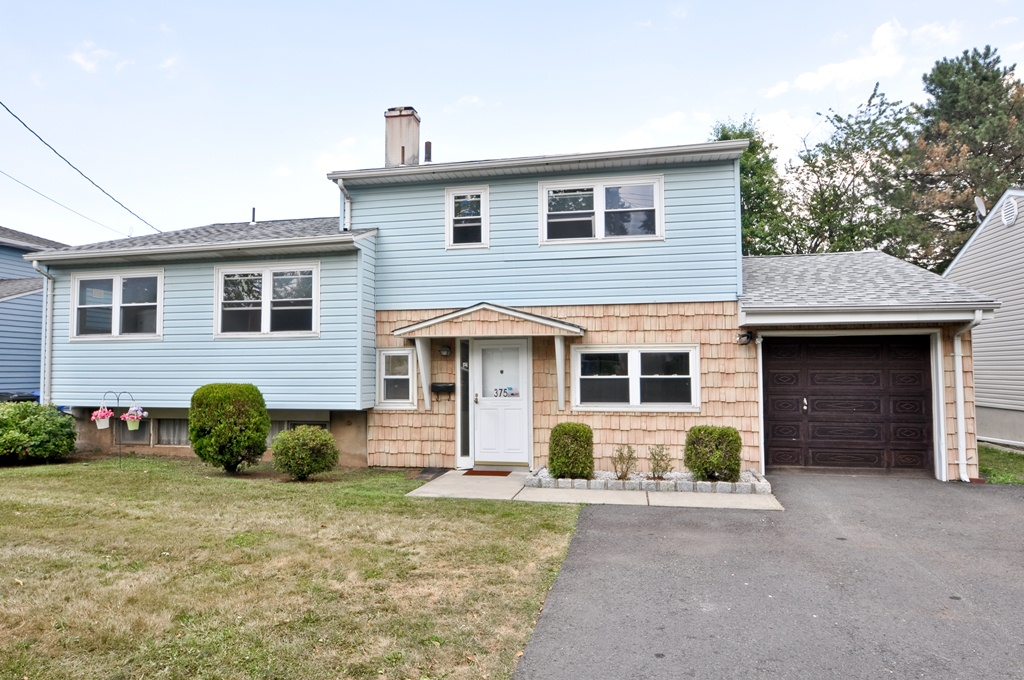 375 Cypess Drive, Colonia, NJ 07067